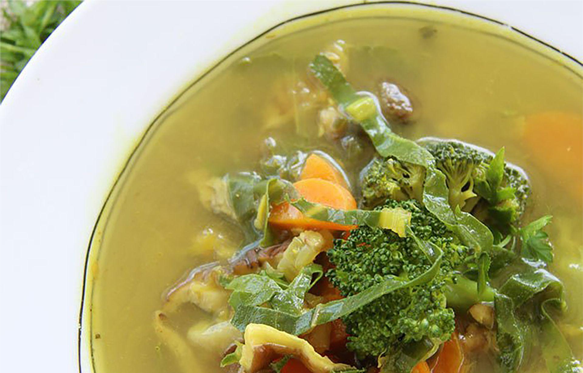Sopa depurativa de verduras   Venu Sanz