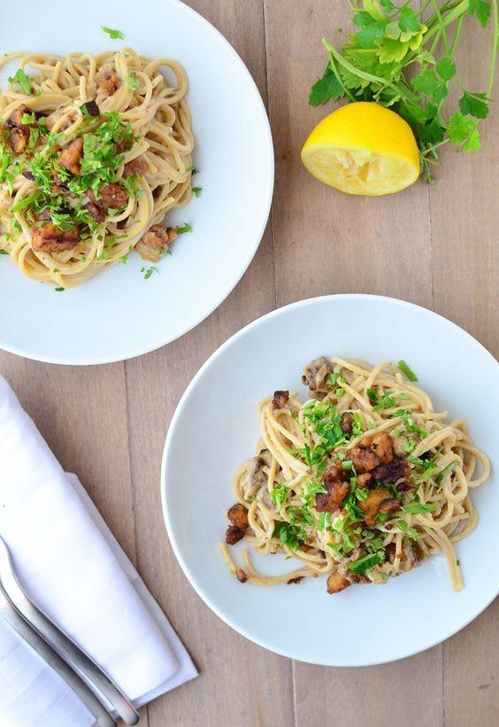 Espaguetis veganos con carbonara vegetal